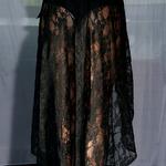 Model Chloe | dlouhá černá krajkovaná sukně přes plavky| Beach Swan