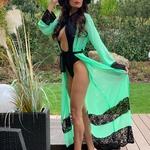 Model Megan | dlouhý krajkový zelený plážový přehoz přes plavky | Beach Swan