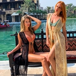 Model Mia | dlouhý krajkový béžový plážový přehoz přes plavky | Beach Swan
