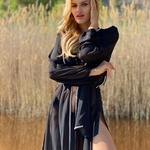 Model Naomi - černá | dlouhé černé letní plážové šaty s kapucí na plavky| Beach Swan