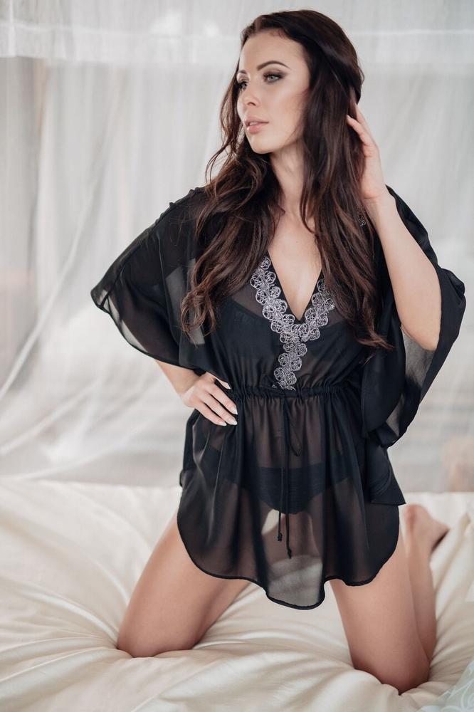 Model Amber - Černá | krátká černá plážová tunika na plavky | Beach Swan