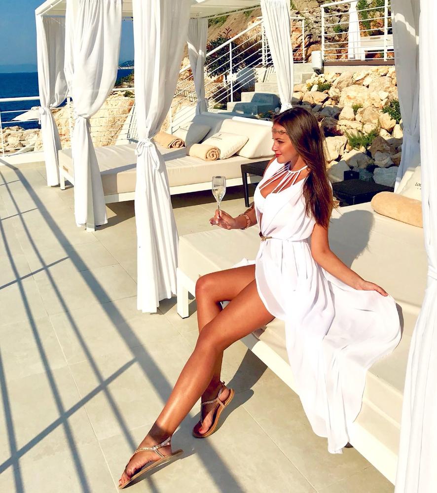 Model Hera - Bílá | dlouhé bílé letní plážové šaty na plavky | Beach Swan