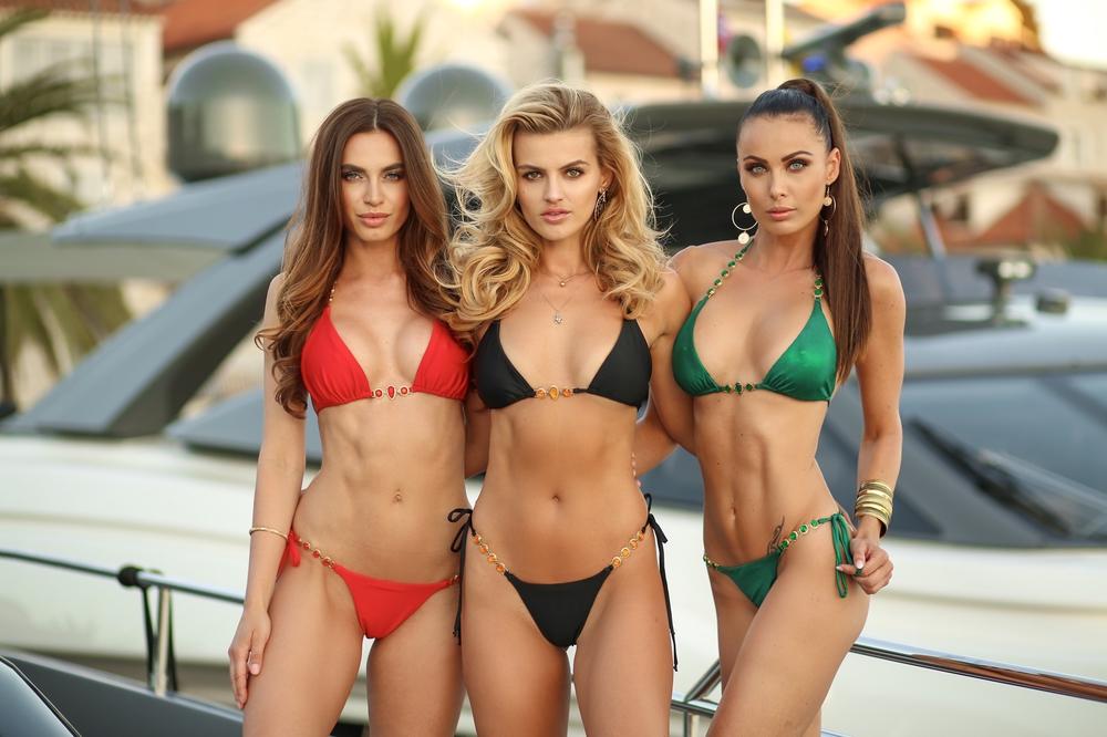 Adrianne | Luxusní sexy černé, červené a zelené dvoudílné dámské plavky | Beach Swan